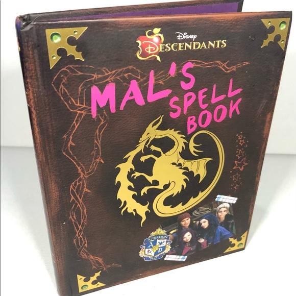 Descendants: Mal's Spell Book  (2015, Hardcover)